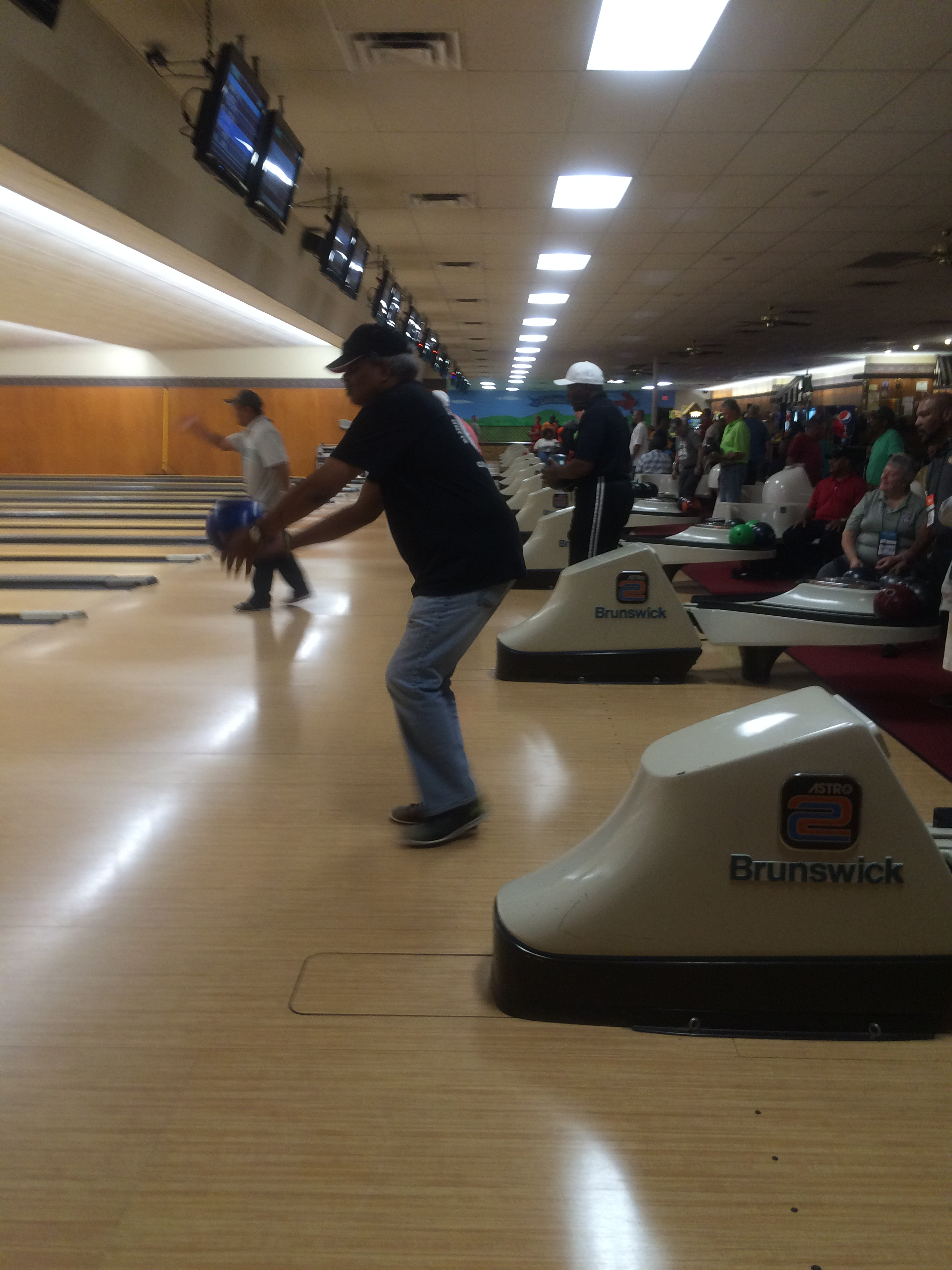 Iowa Bowlers Give Back to Those Who've Served